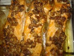 Лосось (семга) под грибным соусом